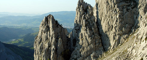 Atxurtu Needles. The Park's crags are ideal nesting grounds for the Griffon vulture and Egyptian vulture